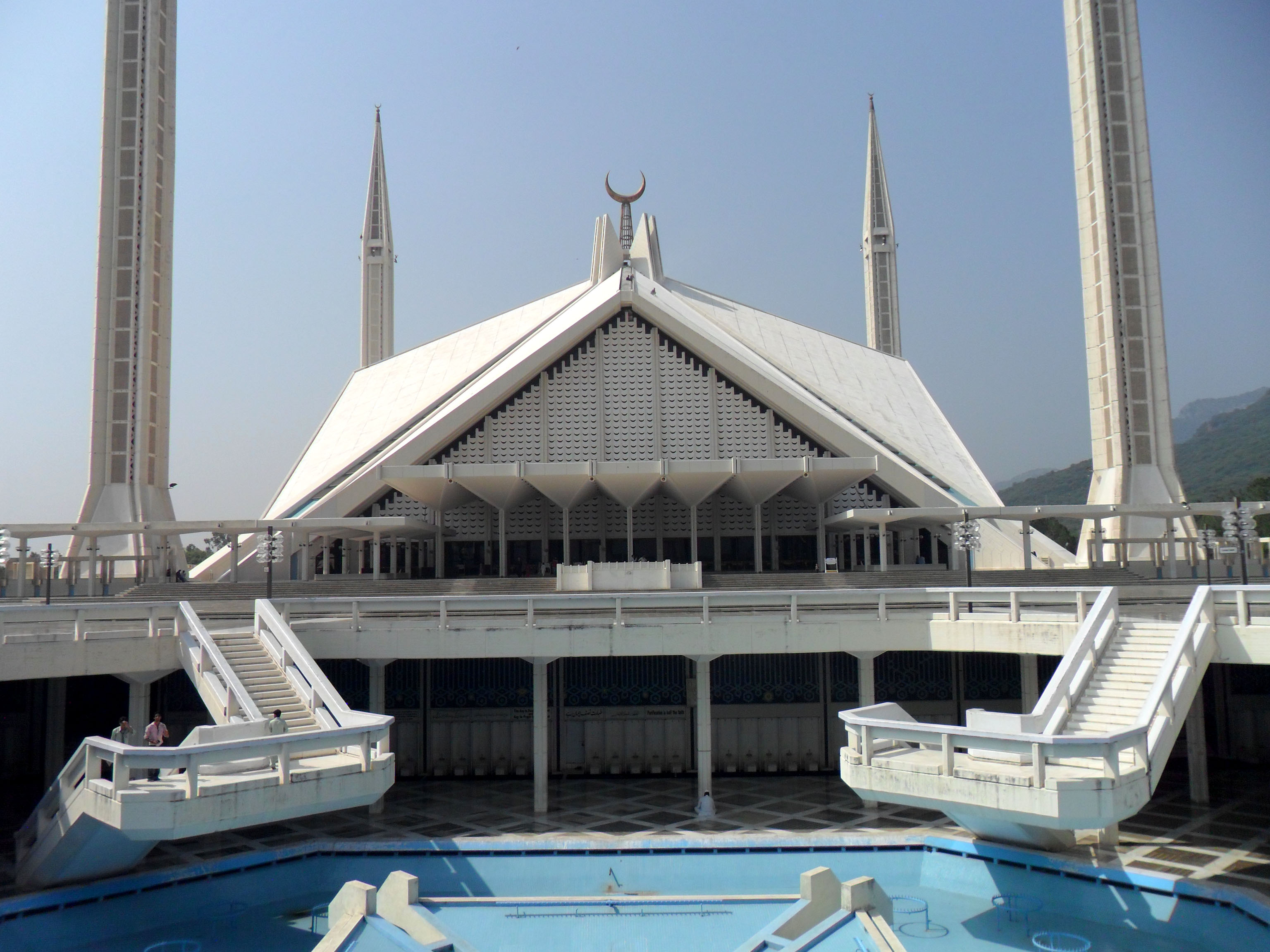 faisal mosque shah faisal mosque from main courtyard